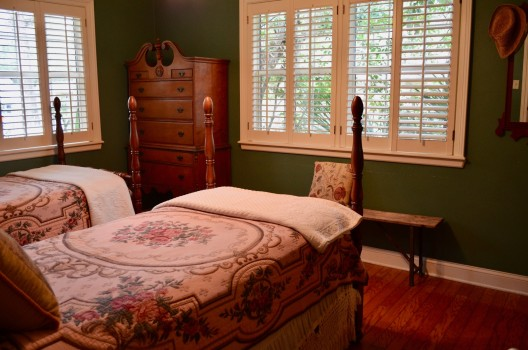 Secret Garden Twin Bed Room